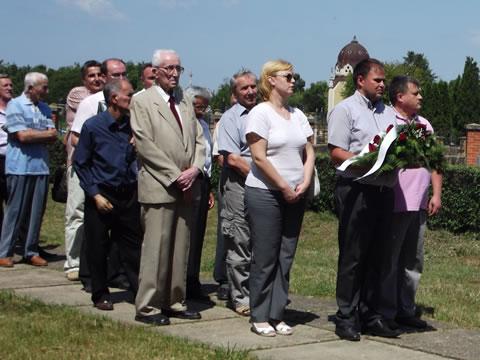 Polaganje venaca na Partizanskom groblju