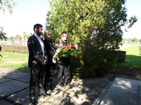 Polaganje venca na Partizanskom groblju